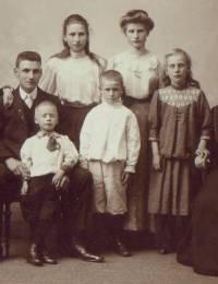 Hendrik Cornelis, Petrus Leendert Wilhelmus, Leo, Dina Hendrika Cornelia, Wilhelmus Petrus, Johanna Alberta Margaretha, Theresia en Catharina Apolonia Kok.