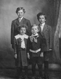 Ernest John, Richard Julius, Cynthia Theresa Julia & Lawrence Gertzen (1910)