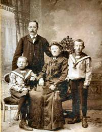 Jacob Johannes, Wessel Breunisse, Neeltje Cornelia Jansen & Wilhelmus Adrianus Breunisse (1910)