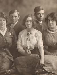 v.l.n.r.: Wilhelmina Huiberdina, Wilhelmus, Areke, Cornelis en Jannigje Kaasjager. De foto is gemaakt in de periode 1908-1909.